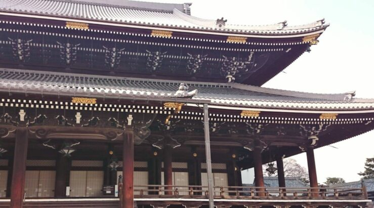 The Buddhist temple complex Higashi Honganji has the largest wooden structure in Kyoto.