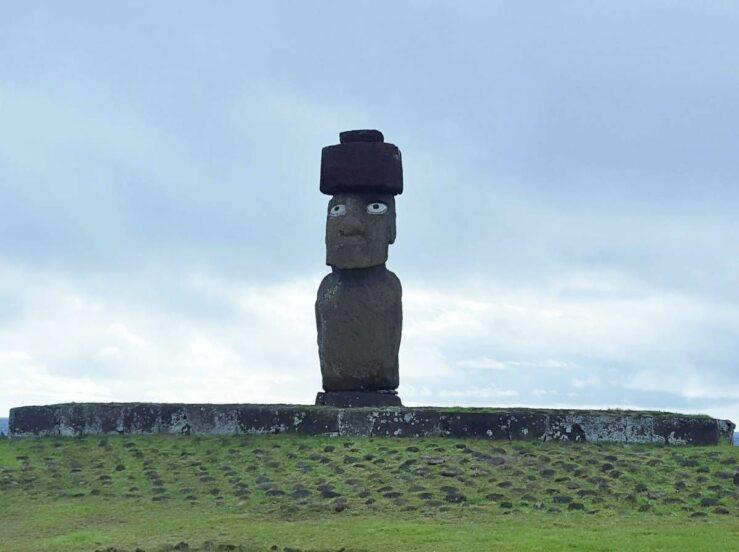 The Tahai ceremonial complex with the Ahu Ko Te Riko moai in Hanga Roa. Rapa Nui.