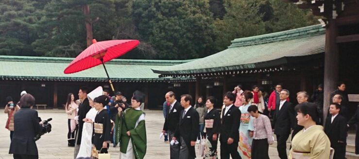 By coincidence we see a wedding at Meiji Jingu.