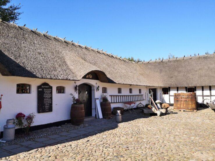 Hike historical towpath Pramdragerstien Traekstien Jutland Svostrup