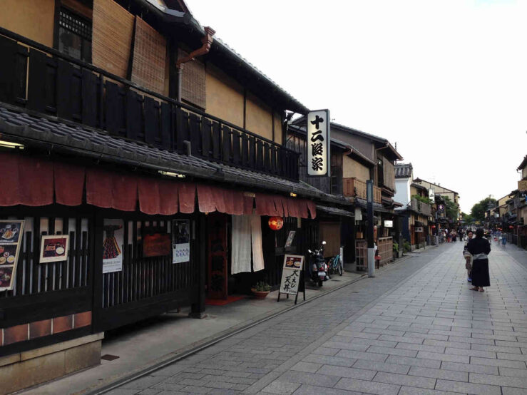 Kyoto street - by train Tokyo to Kyoto to Tokyo itinerary